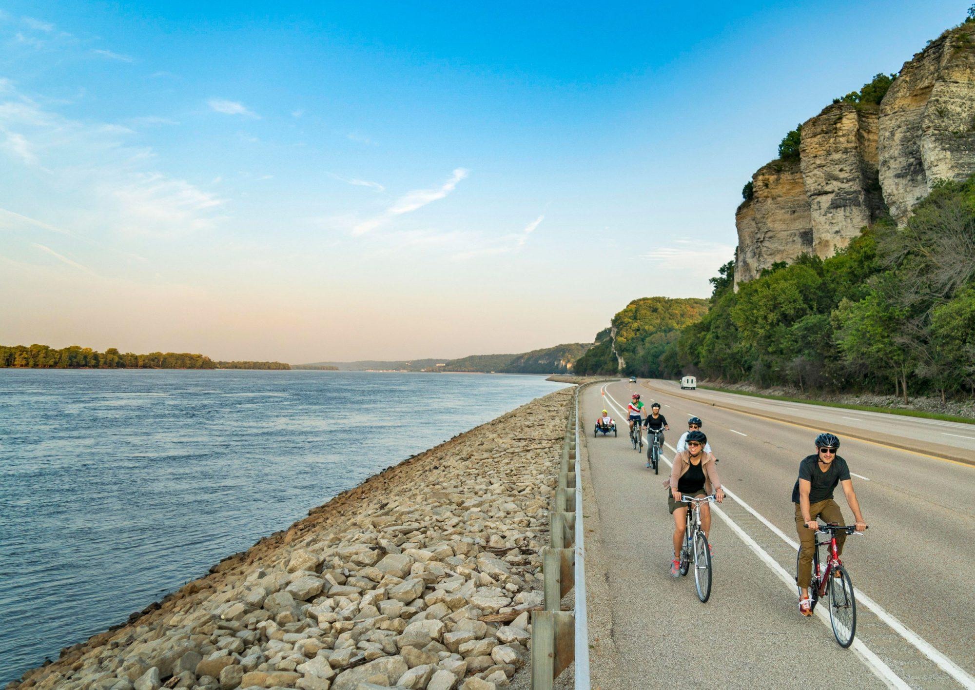 San Vadalabene Great River Road Bike Trail, Grafton