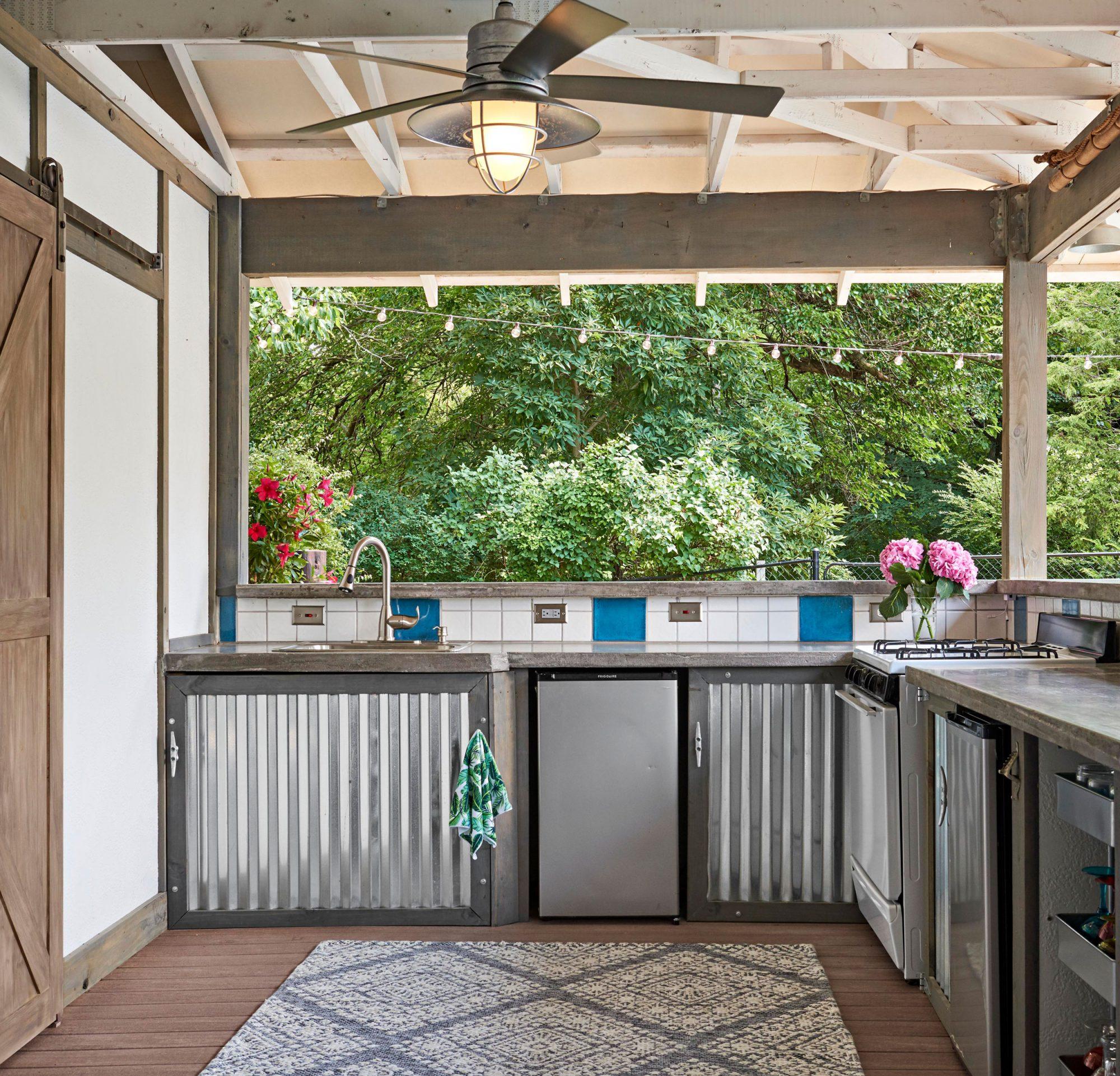 Illinois pool house kitchen