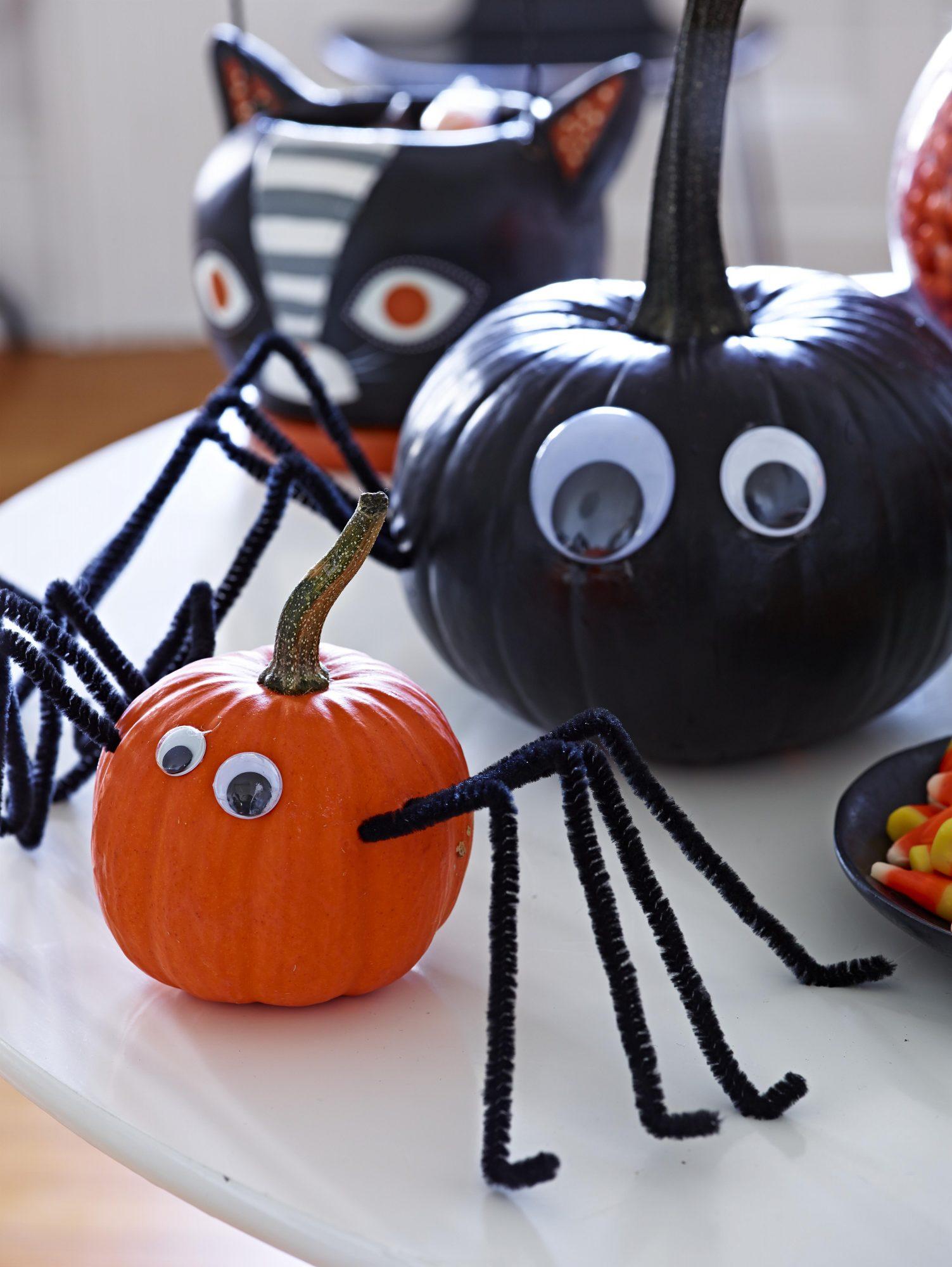 Spider Pumpkin decorating
