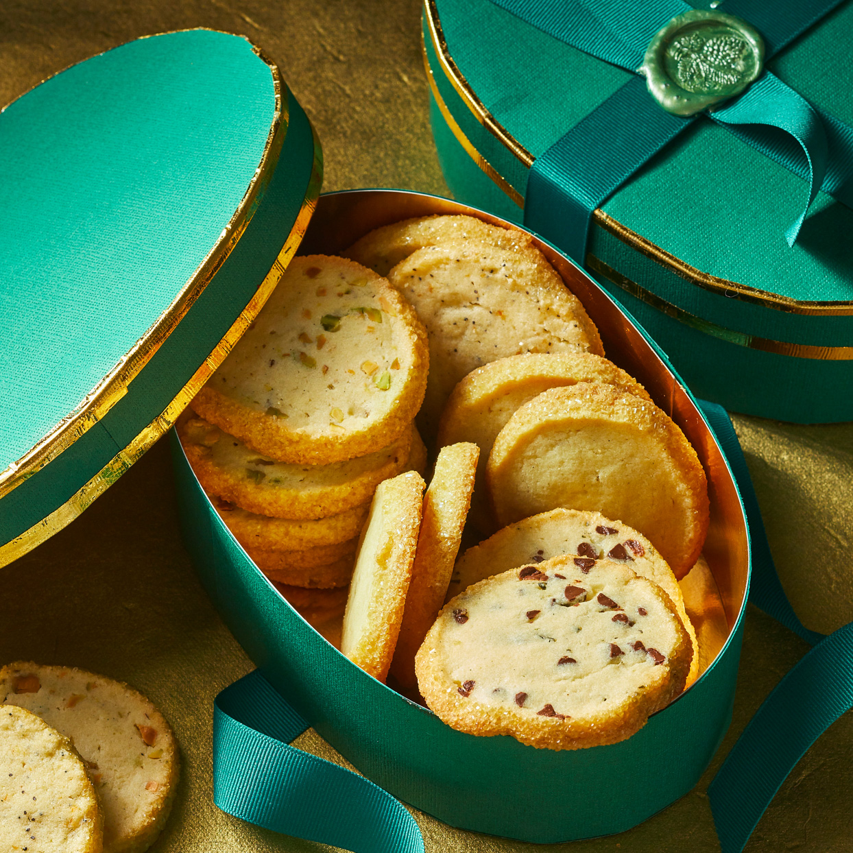 vanilla bean sables in oval boxes