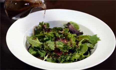 How to Make a Vinaigrette