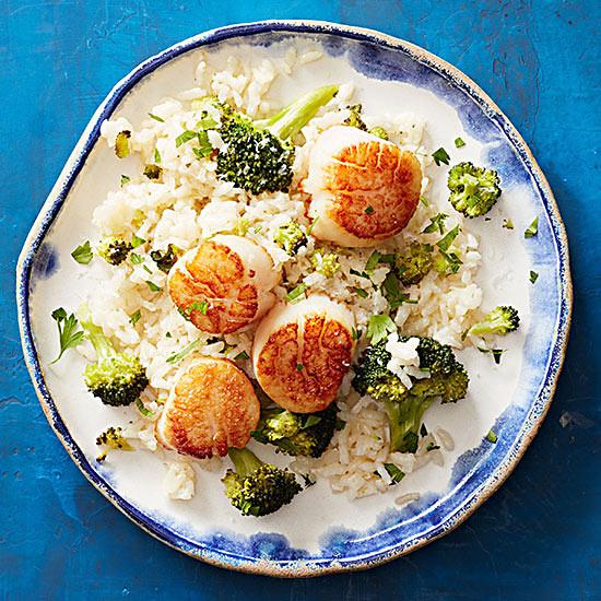 Sea Scallops with Broccoli Rice