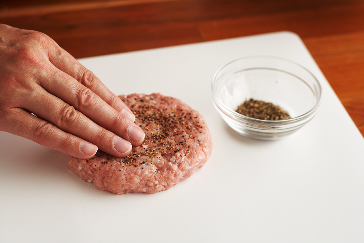 seasoning burger patty