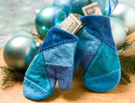 blue-yule-mitten-ornamentlg_1.jpg