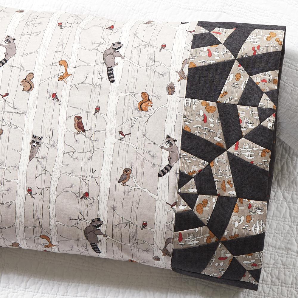 Northcott Fabrics - Pillowcase 81: Tangled Web