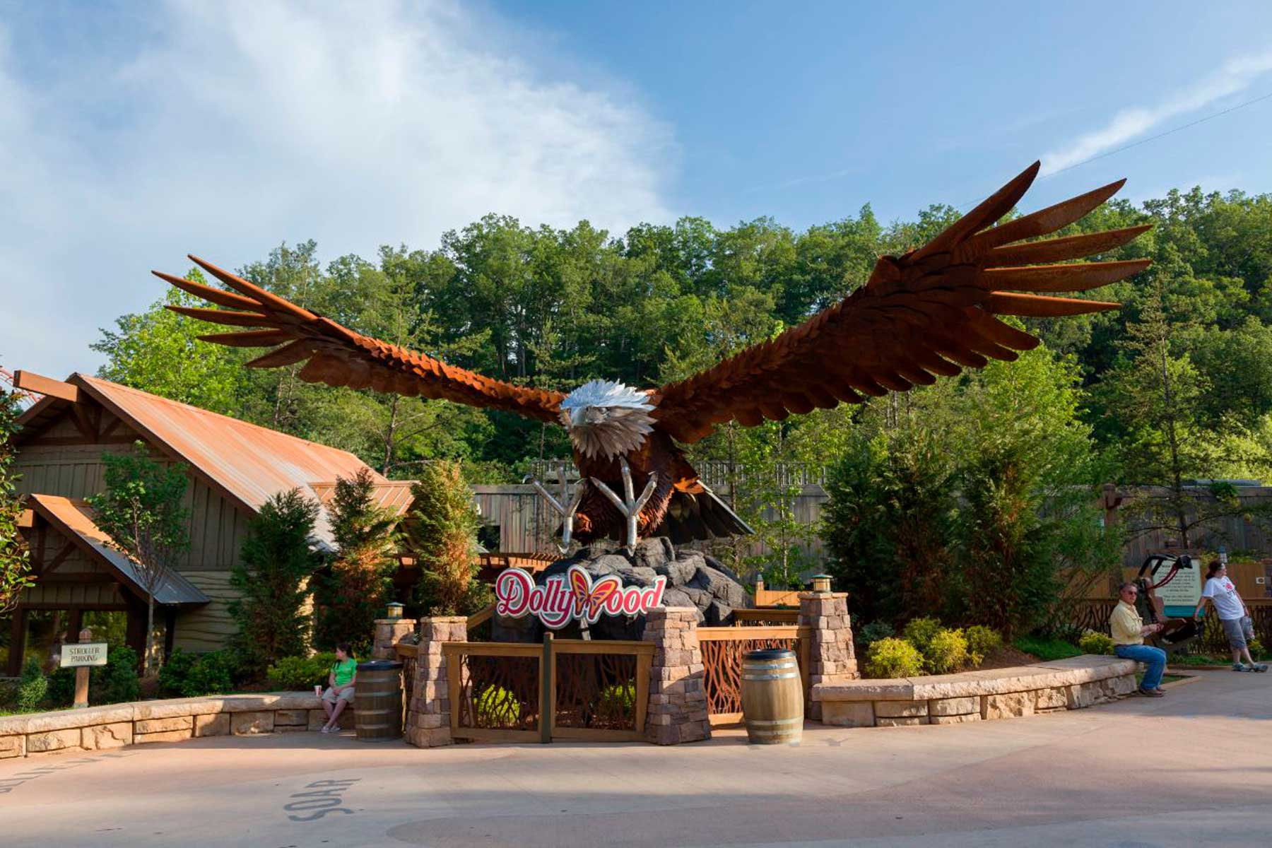 Dollywood's eagle statue