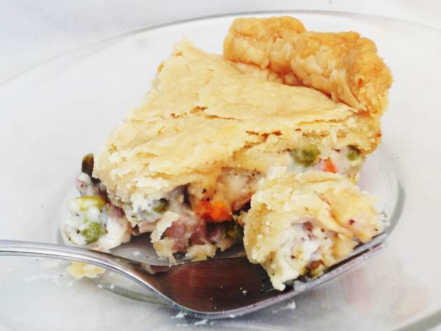 603186 Dads Leftover Turkey Pot Pie 215447 larkspur