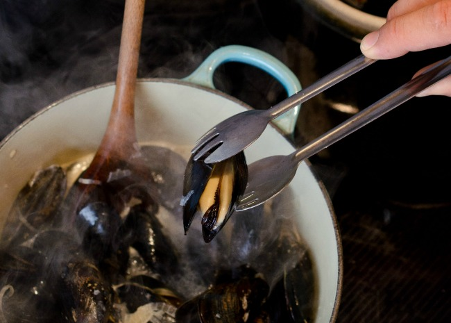 Removing Opened Mussels