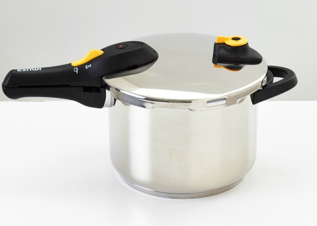Stainless steel stovetop pressure cooker