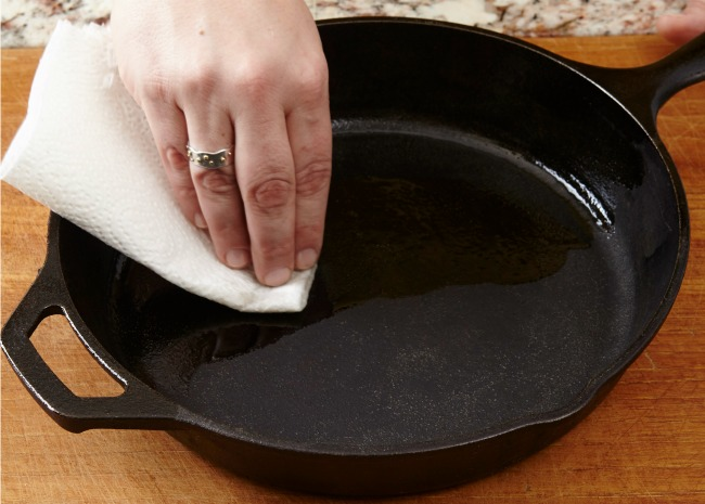 Wiping Oil on a Clean Cast Iron Pan