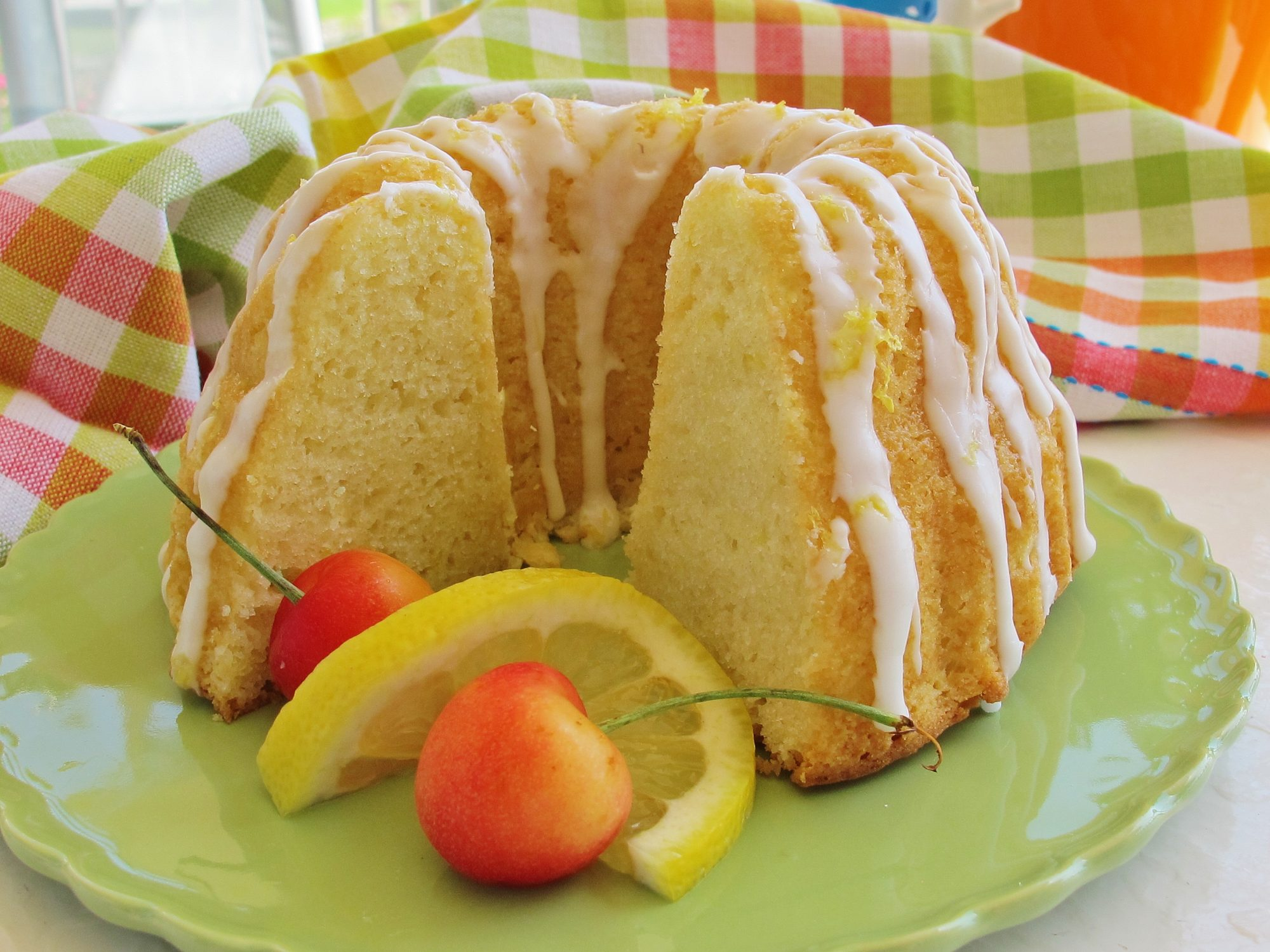 1264849 Quick and Easy Summer Limoncello Cake 238202 naples34102