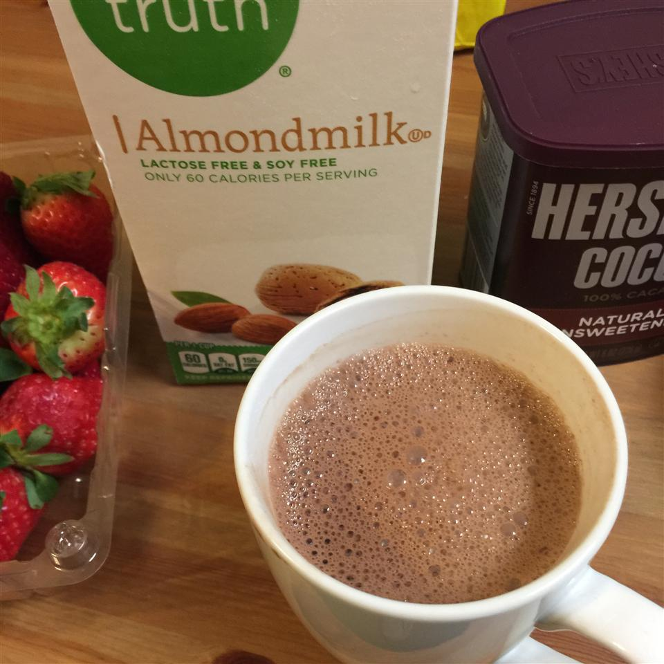 vegan hot chocolate with almond milk and cocoa