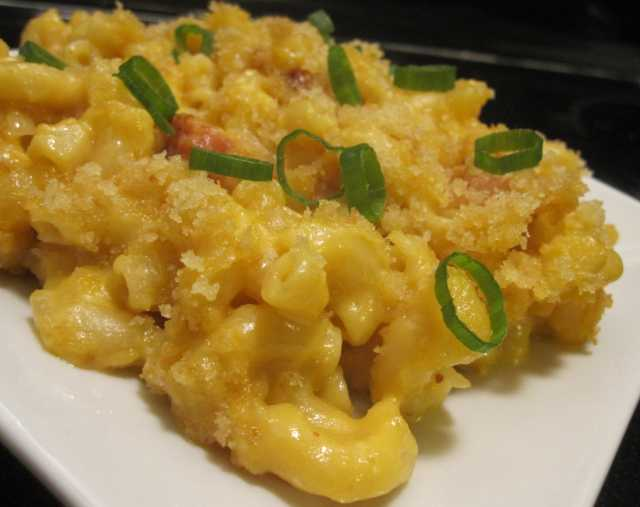 Cheeses Baked Macaroni and Cheese