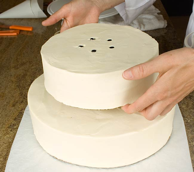 DecoratingWeddingcake-2-stackings