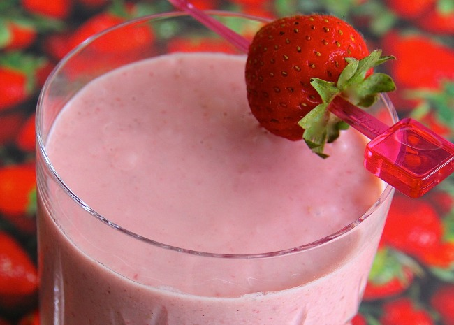 Quick Strawberry Oatmeal Breakfast Smoothie