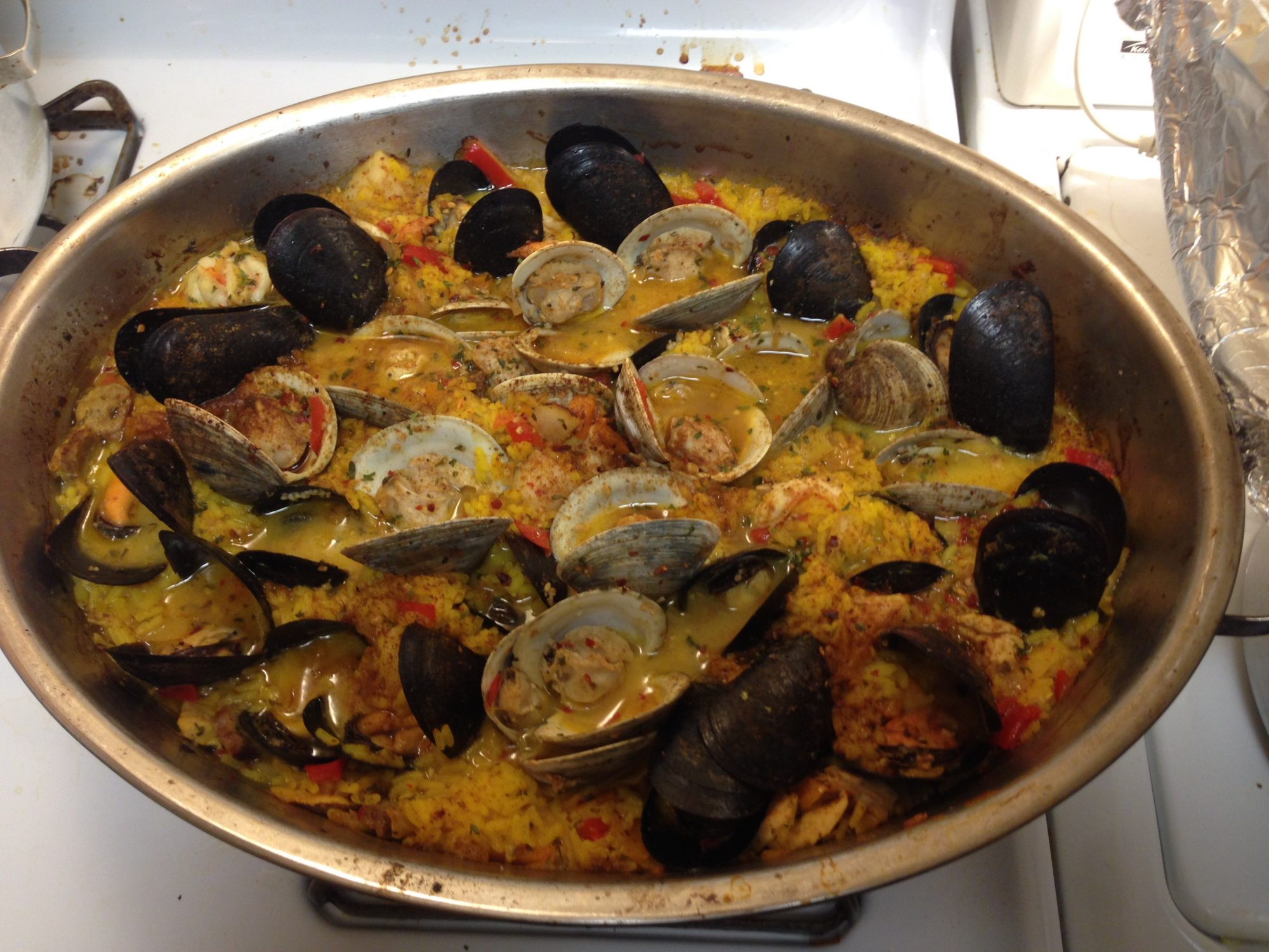 1127727-Authentic-Paella-Valenciana-photo-by-LEONLASS.jpg