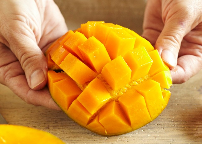 Opening the Cut Mango