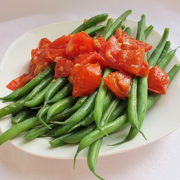Green beans with cherry tomatoes. Photo by naples34102