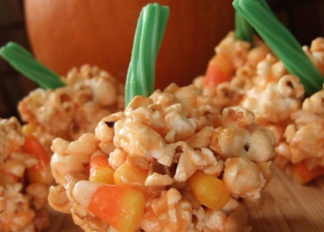 Halloween Popcorn Pumpkins. Photo by The Messy Cook