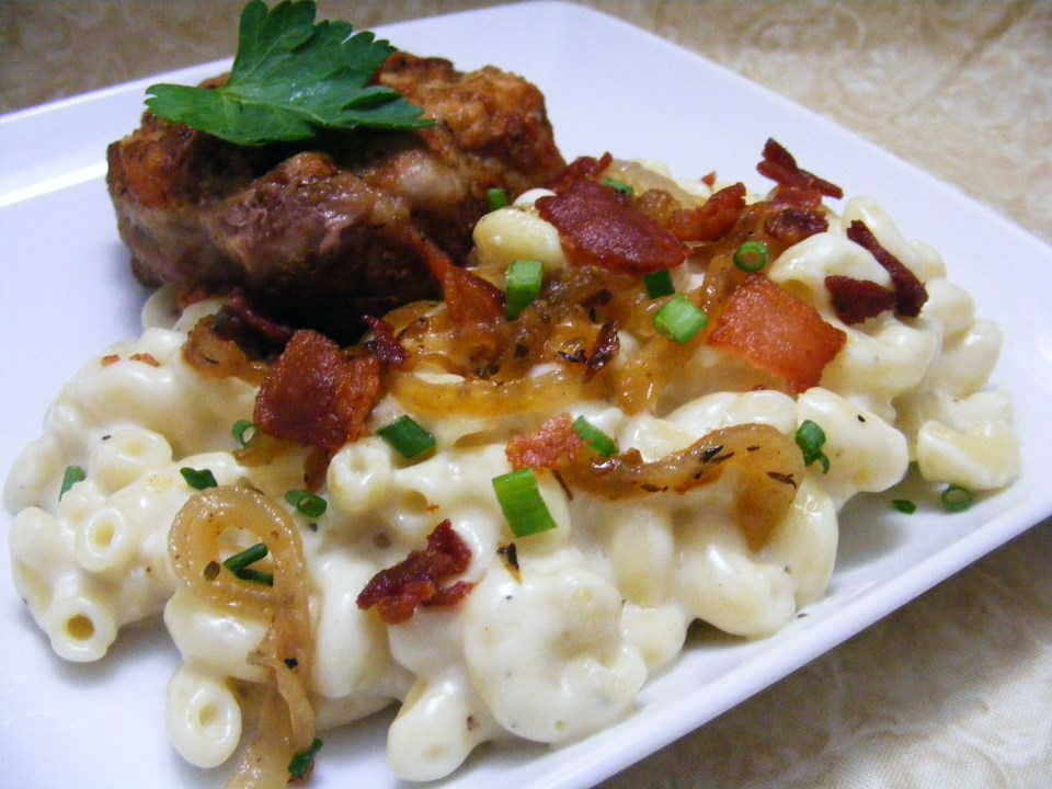 572302_Macaroni-and-Cheese-with-Bacon-and-Onions_Photo-by-abapplez.jpg