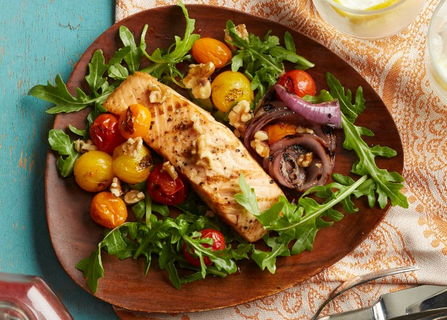Salmon with Arugula, Red Onions, and Cherry Tomatoes
