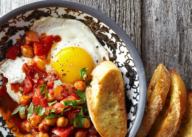 Harissa with Chickpeas and Eggs