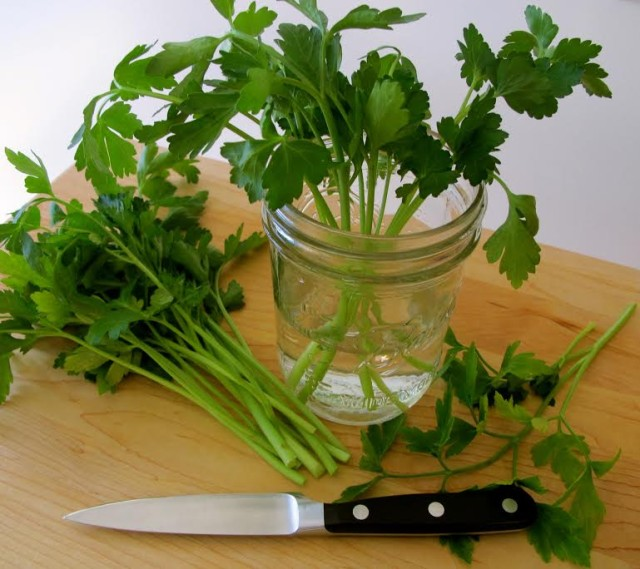 How To Store Parsley and Other Herbs to Stay Fresh Longer