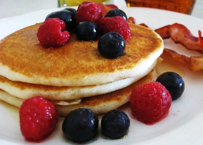 385145-delicious-gluten-free-pancakes-photo-by-dianne-650x465