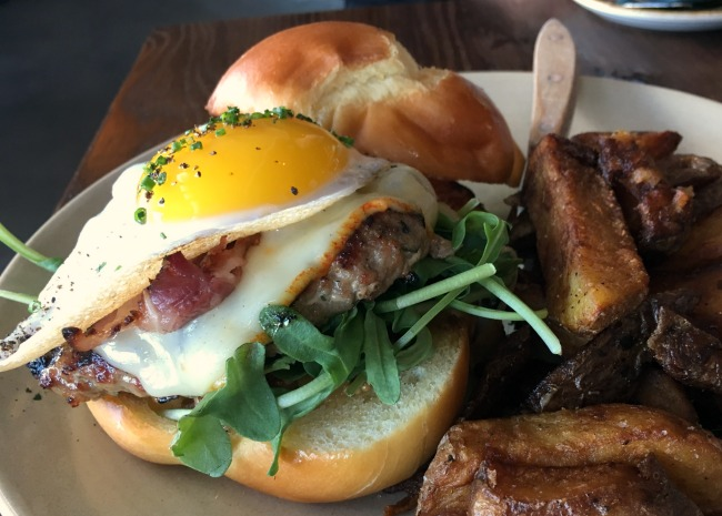 edited-brunch-burger-at-besaws-in-portland-photo-by-leslie-kelly