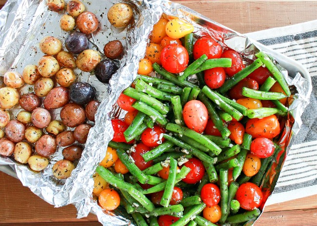 Foil compartments separate juicy ingredients and crisp ingredients.