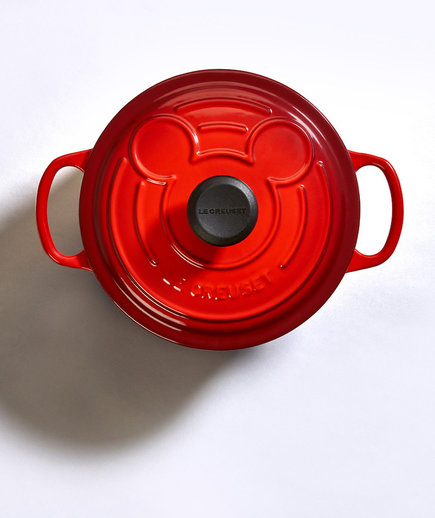 mickey mouse le creuset