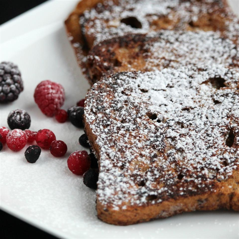 gingerbread french toast with powdered sugar and berries