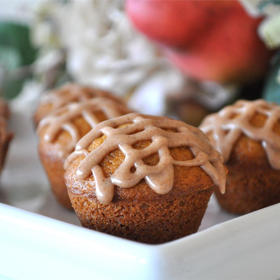 gingerbread frosting on muffins