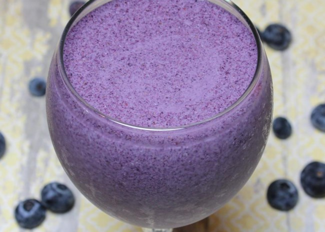 Almond Butter and Blueberry Smoothie