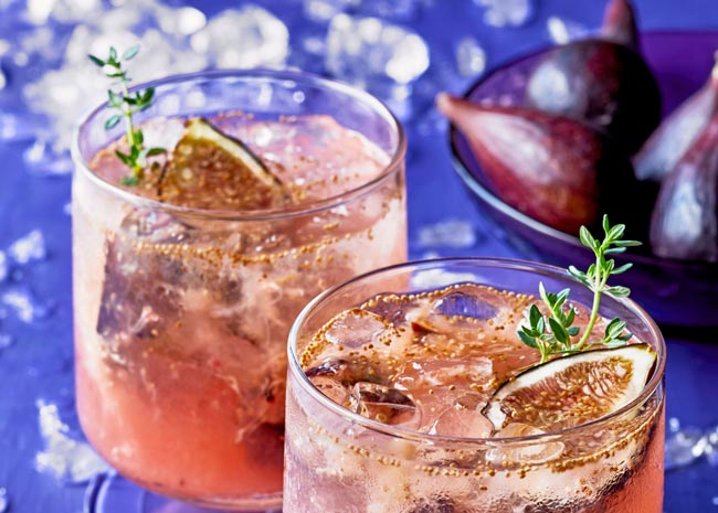 two glasses of fig-thyme smash drink