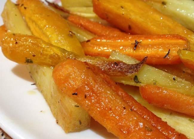 Roasted Sweet Potatoes and Vegetables With Thyme and Maple Syrup