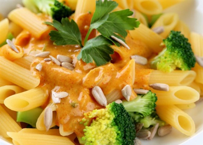 Vegan mac and cheese recipe with Thai flavors