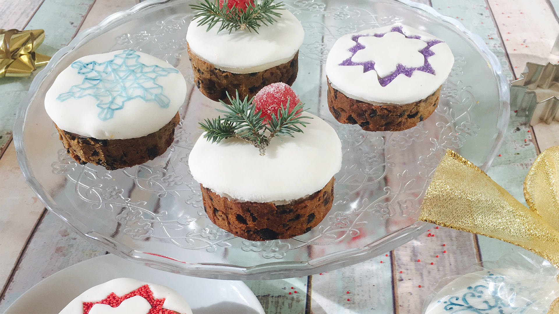 You may associate fruitcakes with that one neighbor, coworker, or aunt who never failed to deliver one to your door. Gifting Mini Christmas Cakes would be a fun, unexpected alternative to a standard fruitcake.