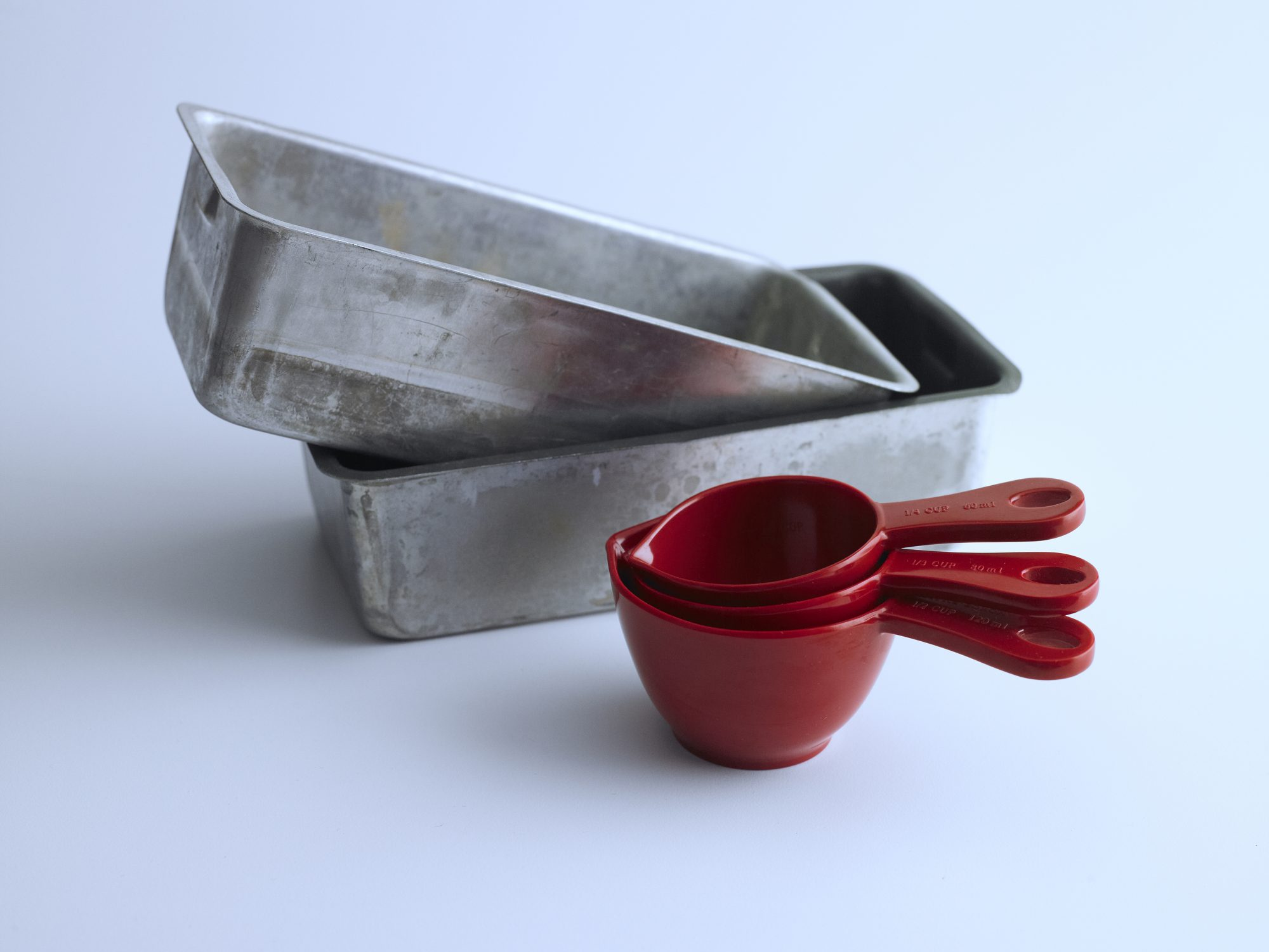 bread loaf pans and measuring cups