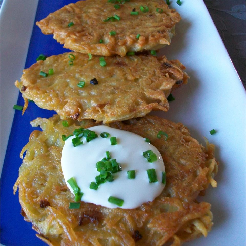 Potato Latkes I with green onions and sour creaam