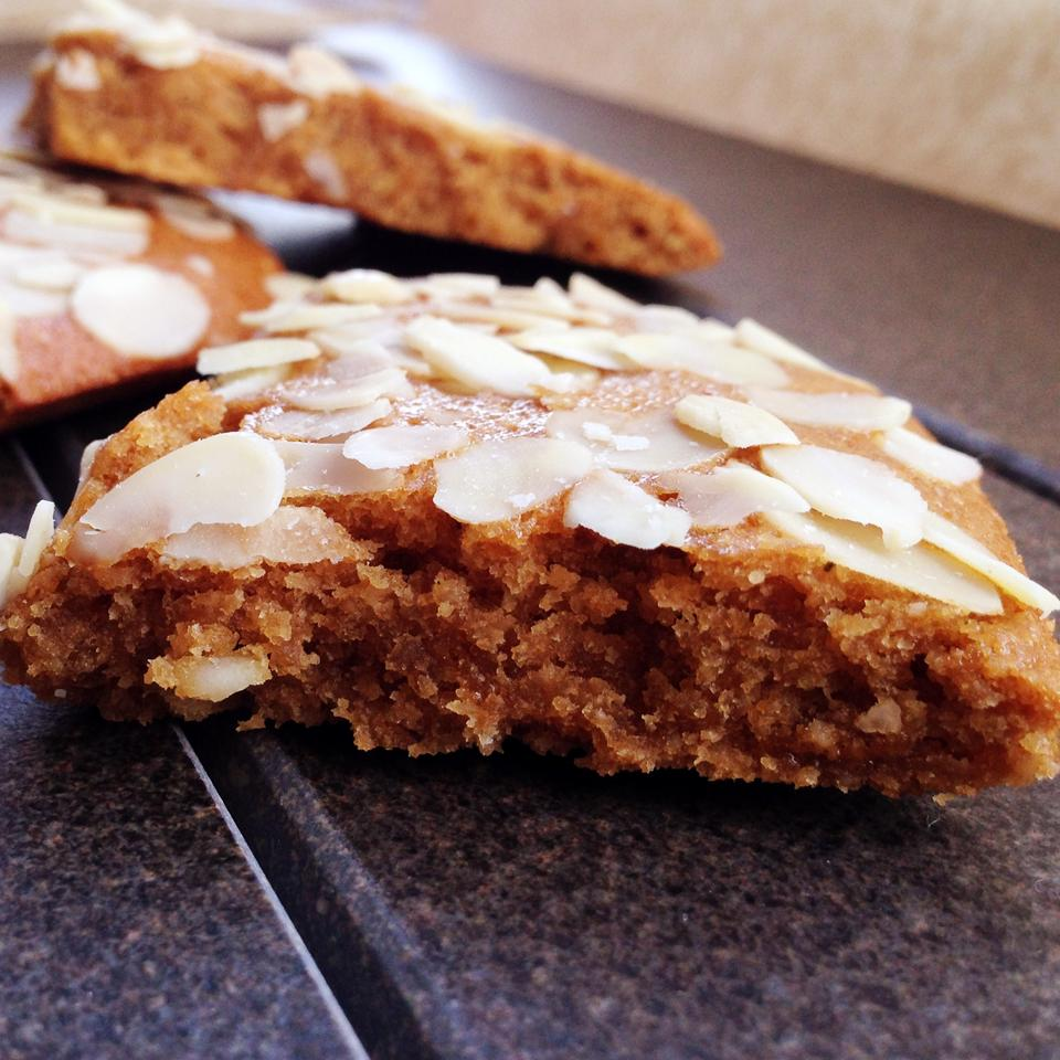 Easy Almond Thin Cookies