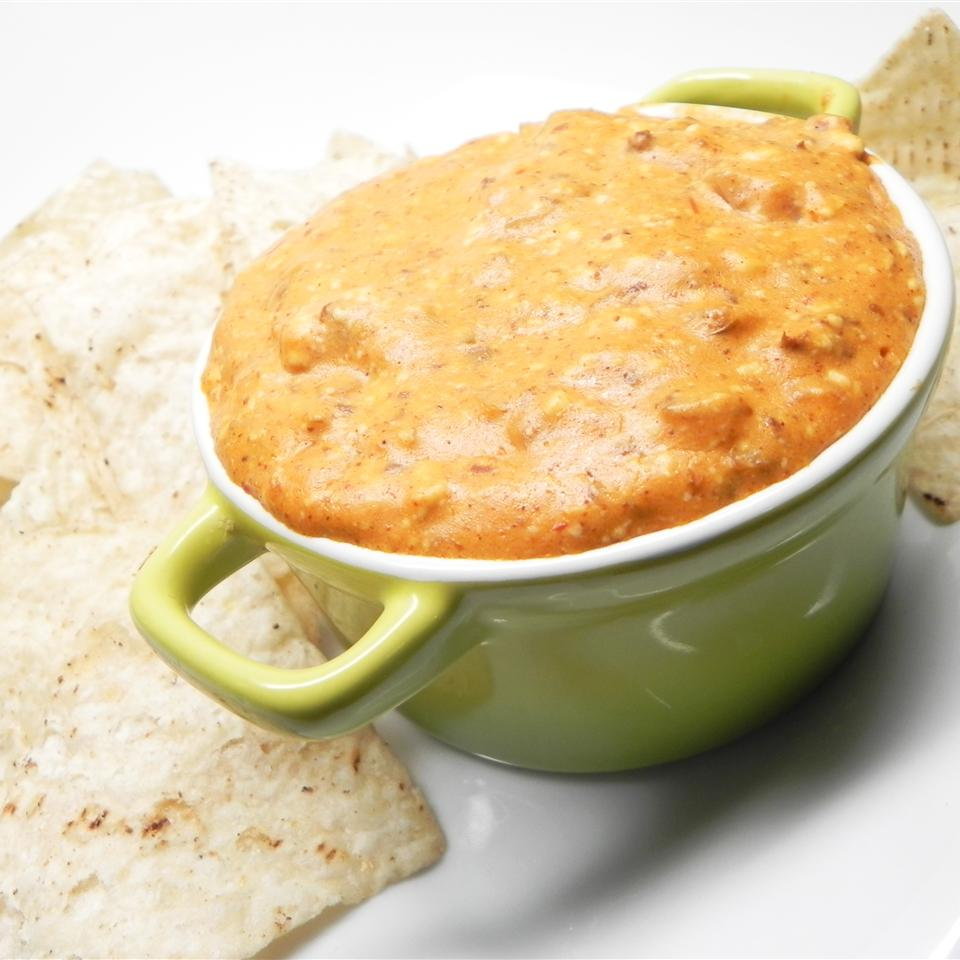 Slow Cooker Chili Queso Dip