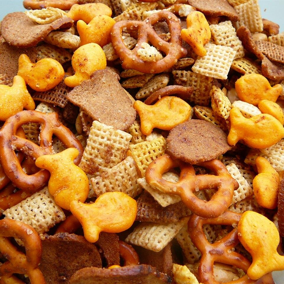 15 easy snack mixes for any party