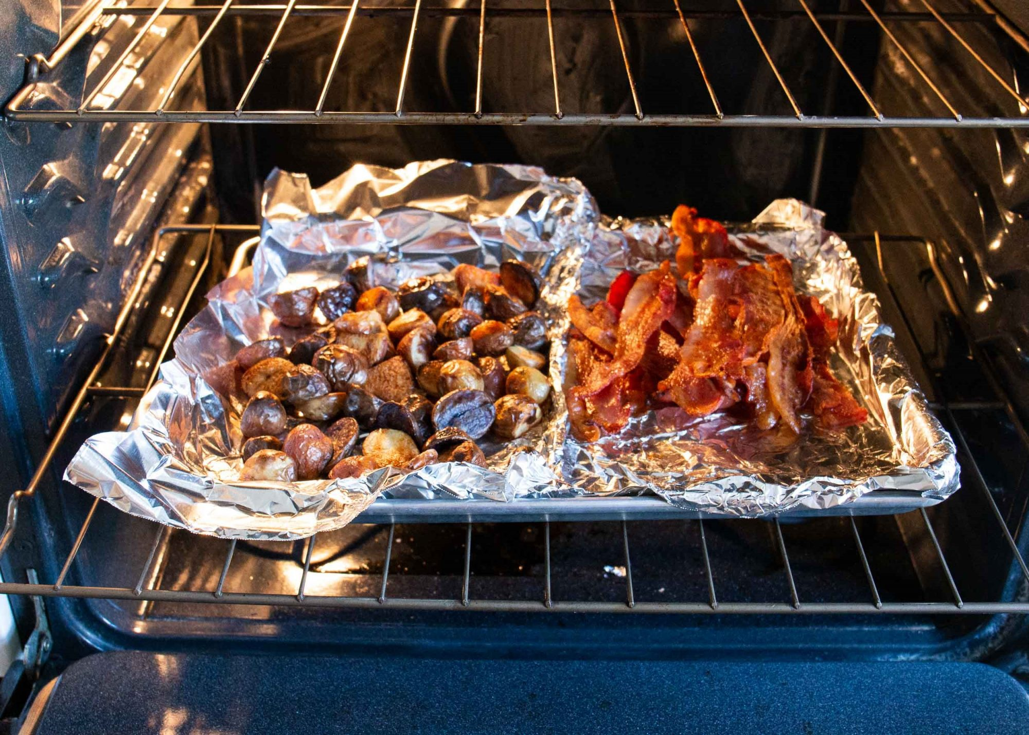 keep potatoes and bacon warm in the overn