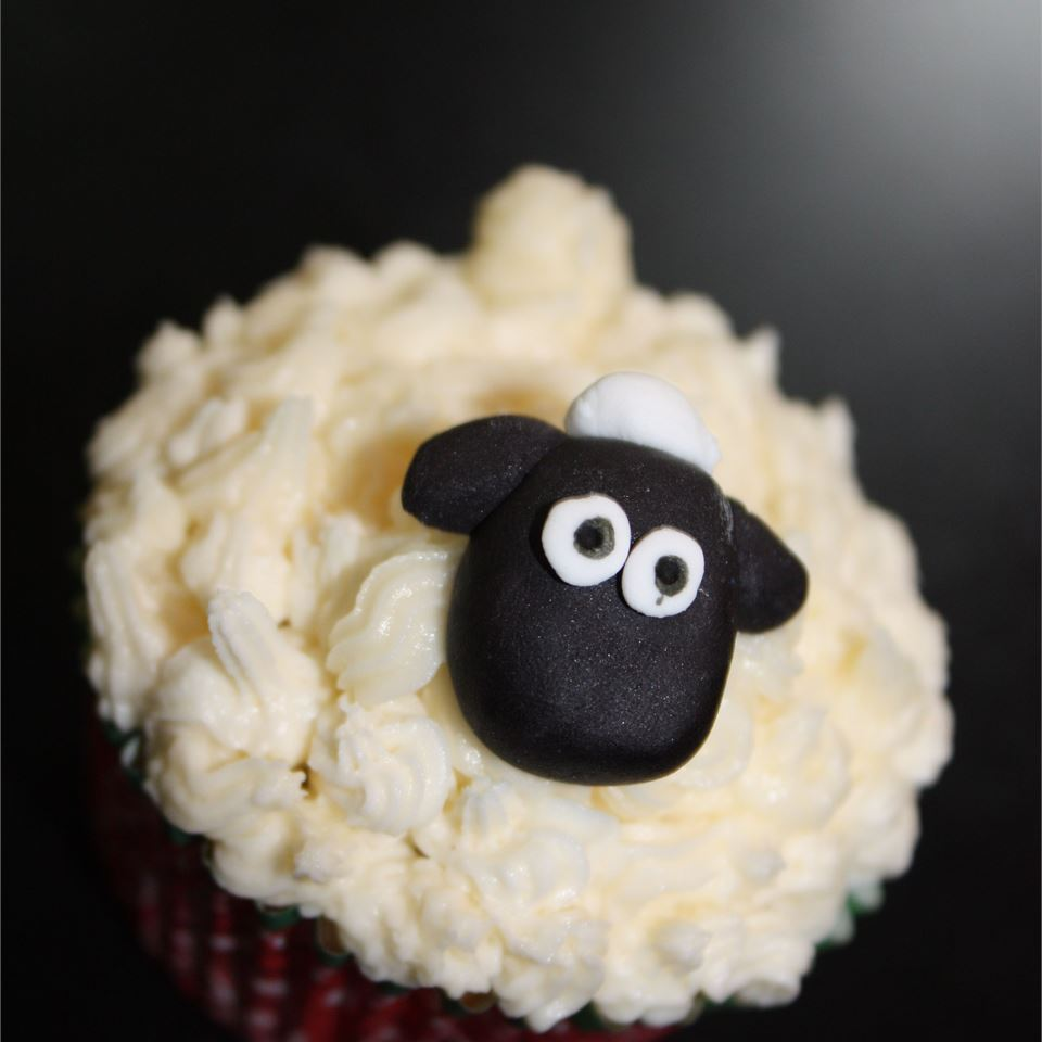 cupcakes with sheep face