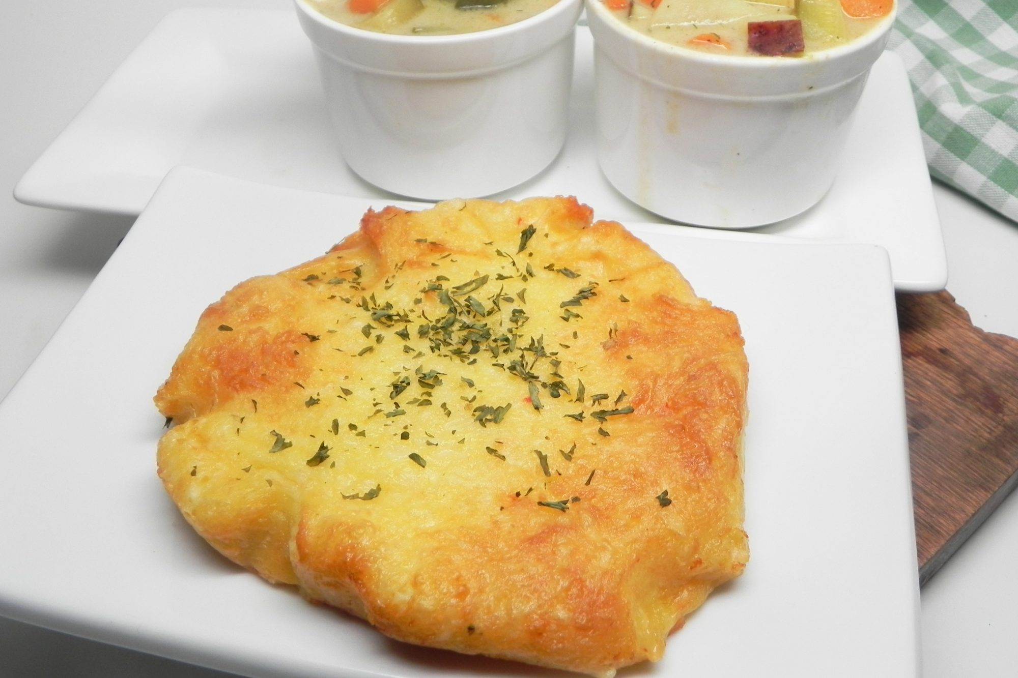 Air Fryer Keto Garlic Cheese 'Bread'
