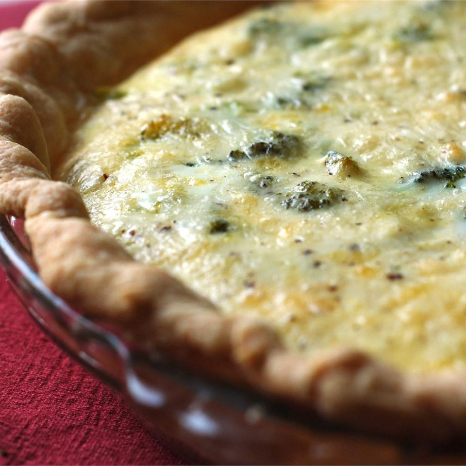 Easy Broccoli Quiche in a pie dish