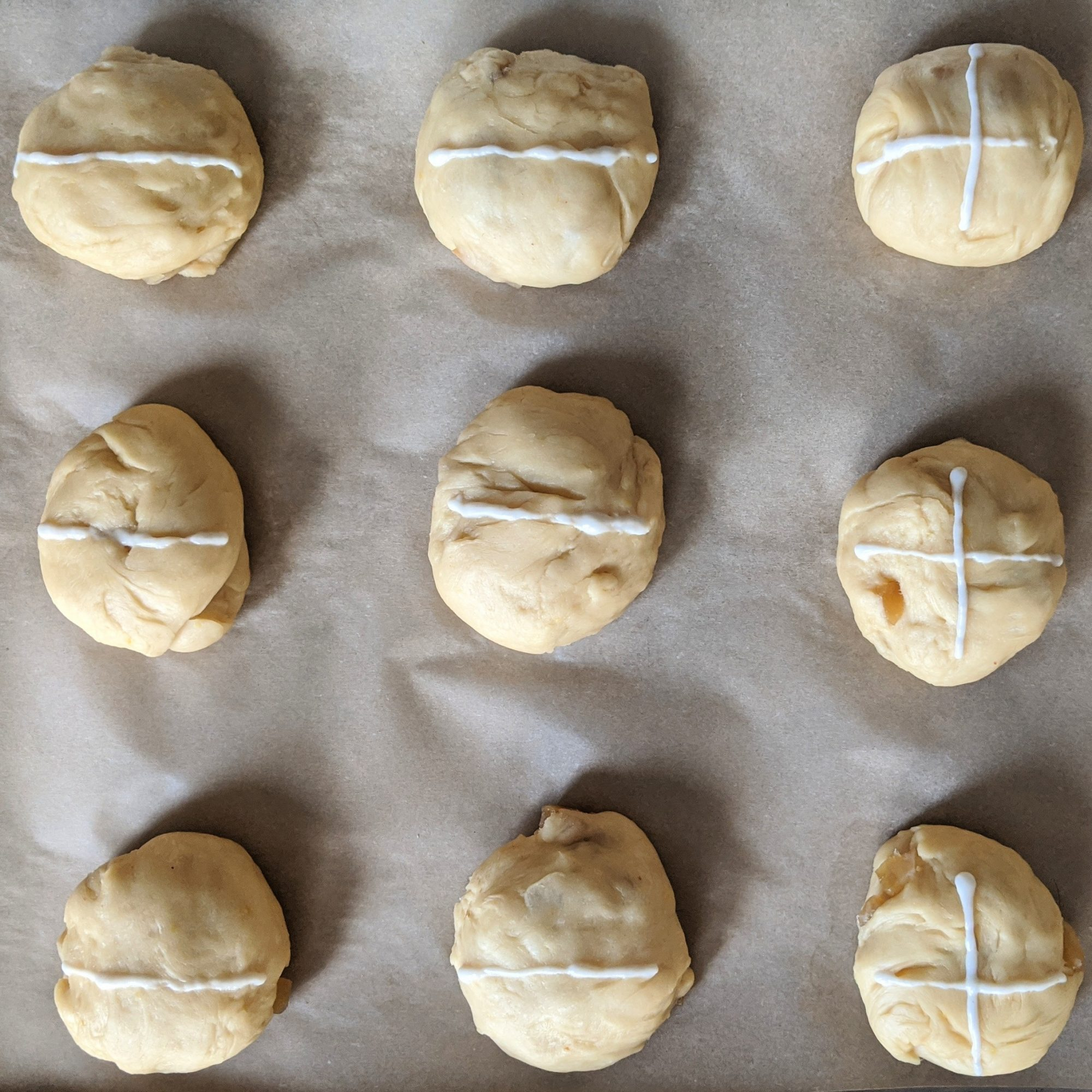 hot cross buns with crosses piped on