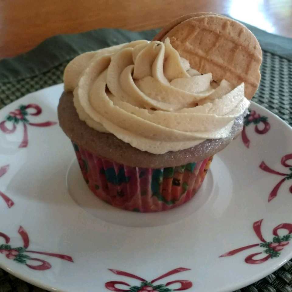 PBJ Cupcakes - Berry Cupcakes with Peanut Butter Frosting