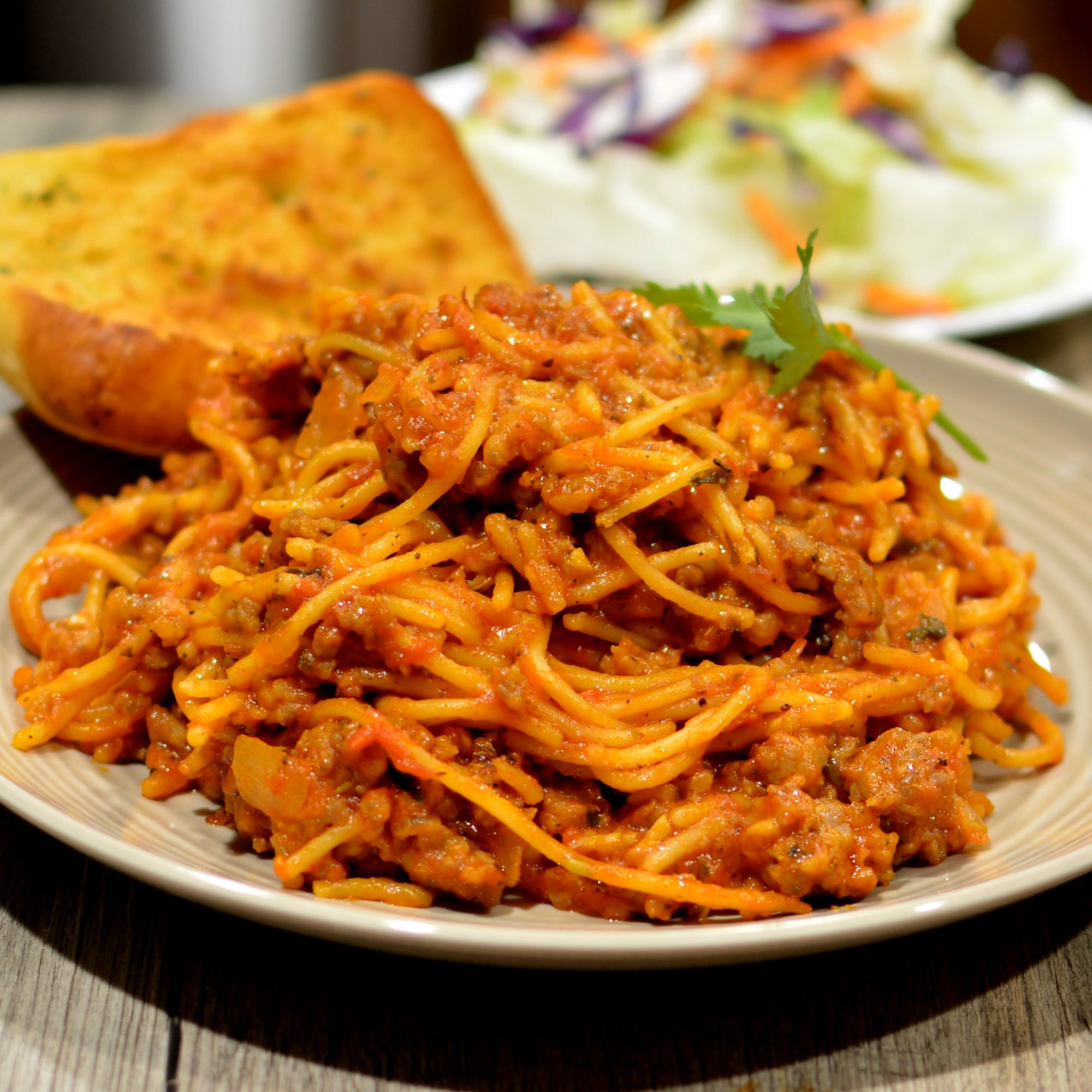 Plate of One-Pot Spaghetti with Meat Sauce with garlic bread